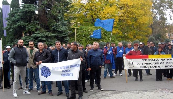 Sindicatele ameninţă cu greva generală - foto preluat de pe cugetliber.ro