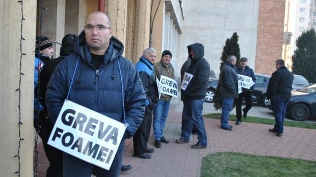 Zeci de angajaţi ai Complexului Energetic Oltenia au intrat în greva foamei, nemulţumiţi de salarii - foto pandurul.ro (preluat de pe romaniatv.net