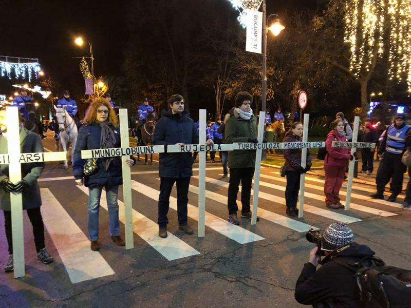 """Protest """"Ei cu hoții, noi cu toții!"""" (București, 10 decembrie 2017) - foto preluat de pe www.facebook.com/USRNational/"""