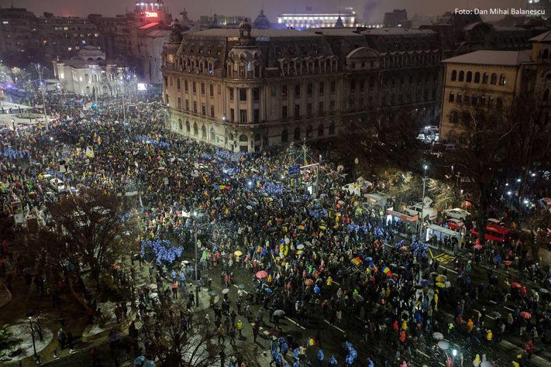 """""""20 Ianuarie 2018 piata Universitatii a devenit neincapatoare"""" - foto realizat de Dan Mihai Balanescu"""