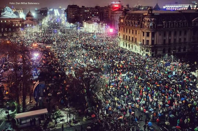 """Toate drumurile duc la Bucuresti. """"Revolutia"""" generatiei noastre """"20 Ianuarie 2018 piata Universitatii a devenit neincapatoare"""" foto realizat de Dan Mihai Balanescu"""