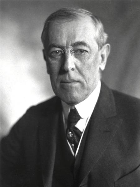Thomas Woodrow Wilson, cunoscut mai ales ca Woodrow Wilson, (n. 28 decembrie 1856 - 3 februarie 1924) a fost cel de-al douăzeci și optulea președinte al Statelor Unite ale Americii (1913 - 1921). Un devotat prezbiterian, Wilson a devenit și un bun istoric și un specialist în științe politice - foto preluat de pe en.wikipedia.org