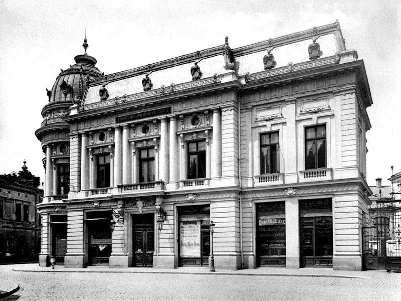 """Palatul """"Fundaţiei Universitare Carol I""""  (1900) - foto preluat de pe ro.wikipedia.org"""