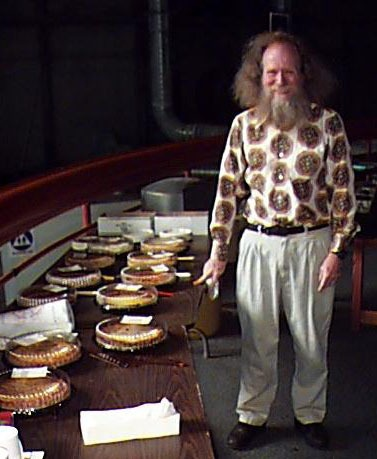 Larry Shaw, the organizer of the first Pi Day celebration at the Exploratorium in San Francisco, note he did not calculate Pi; he just organised a day - foto preluat de pe en.wikipedia.org