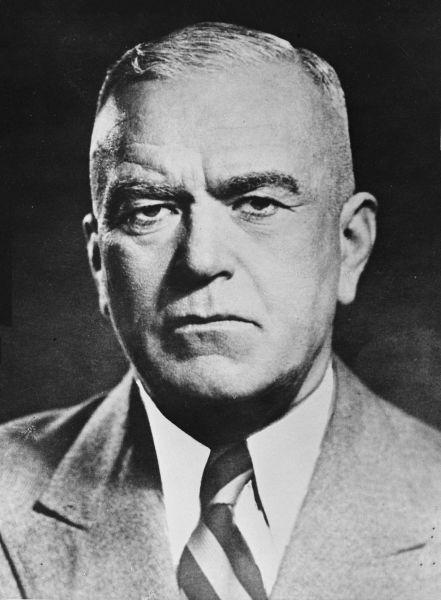 Petru Groza (n. 7 decembrie 1884, Băcia, Hunedoara – d. 7 ianuarie 1958, Bucureşti) a fost un avocat şi om politic român interbelic şi după cel de-al Doilea Război Mondial, prim-ministru în primele guverne comuniste ale României, între 1945 şi 1952. A fost preşedinte al Prezidiului Marii Adunări Naţionale a Republicii Populare Române, funcţie asimilată celei de şef al statului, în perioada 2 iunie 1952 - 7 ianuarie 1958 - foto preluat de pe ro.wikipedia.org