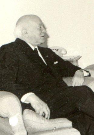 Henri Coandă at a meeting with Nicolae Ceaușescu in 1967 - foto preluat de pe en.wikipedia.org