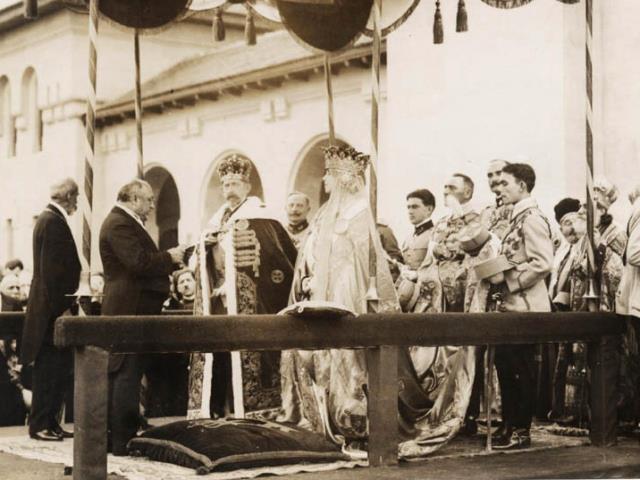 Încoronarea lui Ferdinand Victor Adalbert Meinrad de Hohenzollern-Sigmaringen, rege al tuturor românilor – Ferdinand I şi a reginei Maria, la Catedrala Reîntregirii din Alba Iulia, România, 15 octombrie 1922 - foto preluat de pe www.facebook.com
