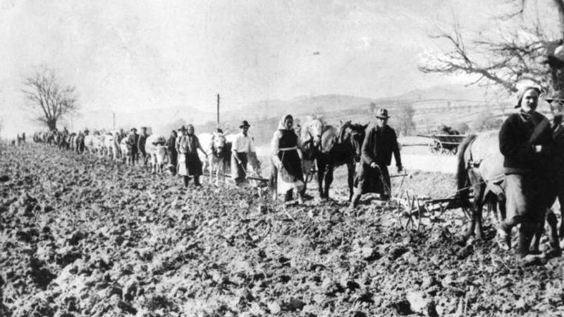 Revolta din Suraia impotriva colectivizarii (28 noiembrie 1957) - foto preluat de pe www.historia.ro