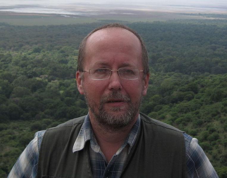 Andrei Korotaev (n. 17 februarie 1961) este un antropolog, istoric și economist rus. El este directorul Centrului pentru Orientul Apropiat de la Moscova. Opera sa explorează teme filozofice, speculații asupra tehnologiei, natura inteligenței, locul omenirii în Univers (Andrey Korotayev over the Rift Valley, North Tanzania, November 2008) - foto preluat de pe ro.wikipedia.org