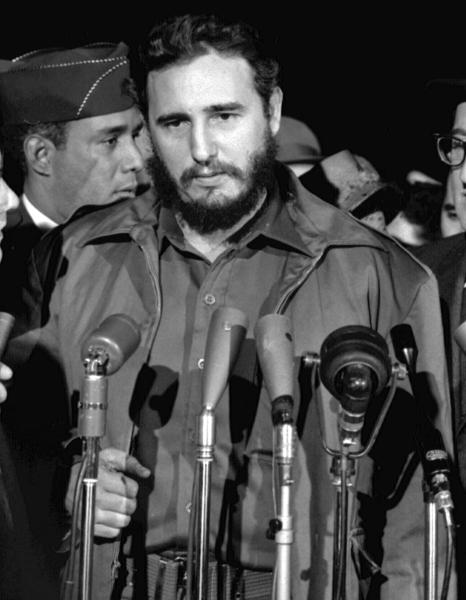 Fidel Castro, pe numele său complet Fidel Alejandro Castro Ruz (n. 13 august 1926, Birán, Cuba - d. 25 noiembrie 2016, Havana, Cuba) revoluționar cubanez care a participat la răsturnarea dictaturii lui Fulgencio Batista și transformarea Cubei în primul stat comunist din emisfera vestică. A deținut titlul de premier până în 1976, când a devenit președintele Consiliului Statului și Consiliului Miniștrilor. Fidel Castro Ruz a fost prim-secretar al Partidului Comunist Cubanez (PCC) de la formarea sa în 1965. Fratele său, Raúl, a devenit succesorul lui Fidel Castro în 2008 - (Castro during a visit to the United States in 1959) - foto preluat de pe en.wikipedia.org