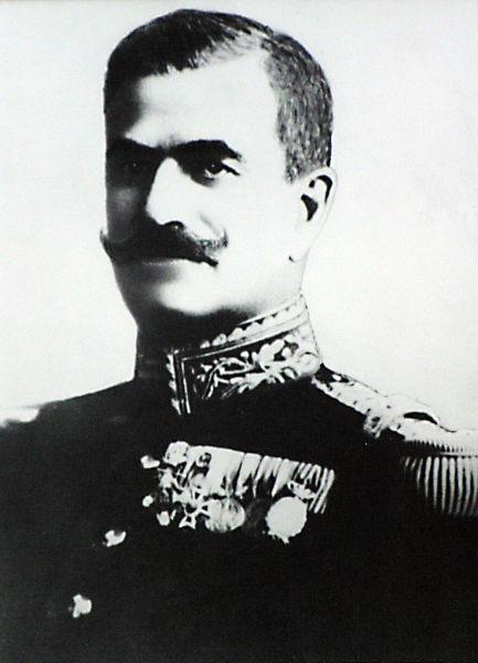Constantin Iancovescu (n. 1862 - d. 1945) a fost un politician și general român. În timpul primului război mondial, a fost secretar general al Ministerului de Război (august - septembrie 1916), șef al Marelui Stat Major – P.S., comandant al Grupului Apărării Dunării (noiembrie 1916) și al Corpului 3 armată (decembrie 1916 - 24 iulie 1917). În perioada 20 iulie 1917 – 5 martie 1918, a îndeplinit funcția de ministru de război. A fost înaintat în anul 1918 la gradul de general de corp de armată - foto preluat de pe ro.wikipedia.org