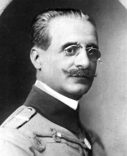 Mihail Schina (n. 14 iunie 1867, București - d. 1945, București) a fost unul dintre generalii Armatei României din Primul Război Mondial. A îndeplinit funcții de comandant de regiment, brigadă și divizie în campaniile anilor 1916, 1917 și 1918 - foto preluat de pe ro.wikipedia.org