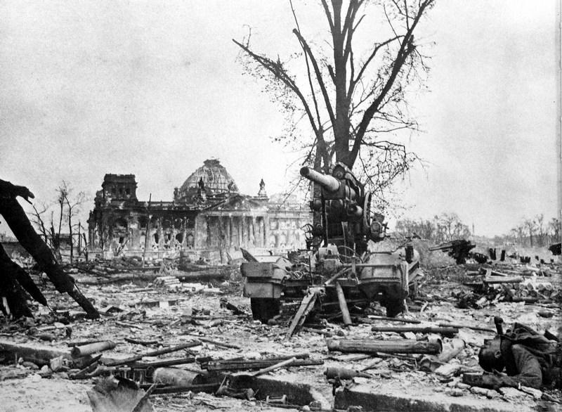 Bătălia de la Berlin (16 aprilie - 2 mai 1945) - foto preluat de pe cersipamantromanesc.wordpress.com