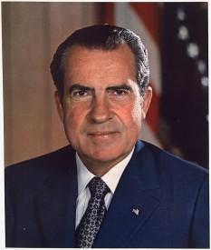 Richard Milhous Nixon (n. 9 ianuarie 1913 – d. 22 aprilie 1994), al treizeci și șaptelea președinte al Statelor Unite, îndeplinind această funcție între 1969 și 1974, când a devenit primul și încă singurul președinte american care a demisionat din funcție foto: ro.wikipedia.org