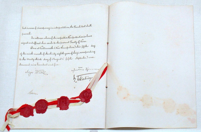 """Tratatul de pace ruso-japonez, sau """"tratatul de la Portsmouth"""", 5 septembrie 1905. Arhivele diplomatice ale Ministerului Afacerilor Externe al Japoniei - foto preluat de pe ro.wikipedia.org"""