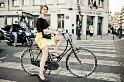 tour-de-france-girl-bicycle-paris-HR-250x166