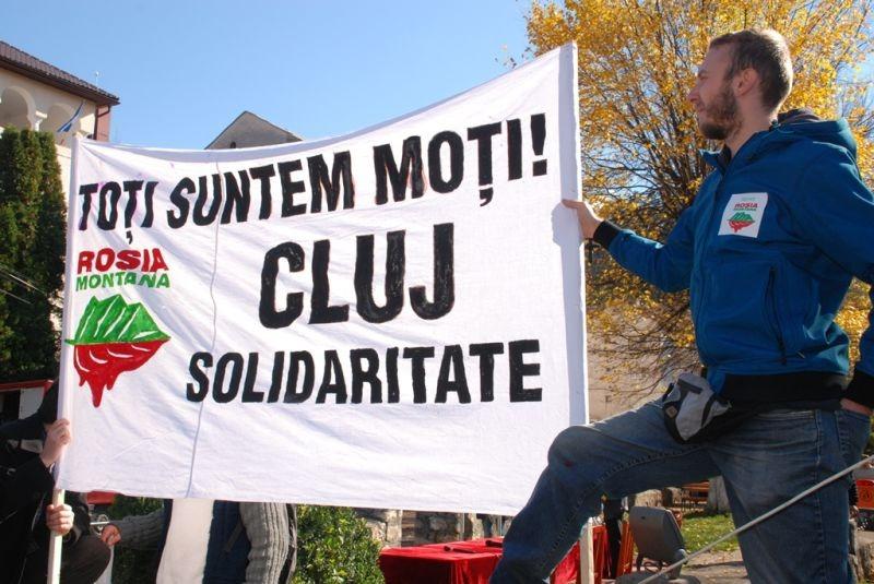 Apusenii şi ţara susţin Roşia Montană - Marea Adunare a Moților și citirea Proclamației de la Câmpeni (19 octombrie 2013) -foto -  Tudor Brădăţan (preluat de pe: voxpublica.realitatea.net)