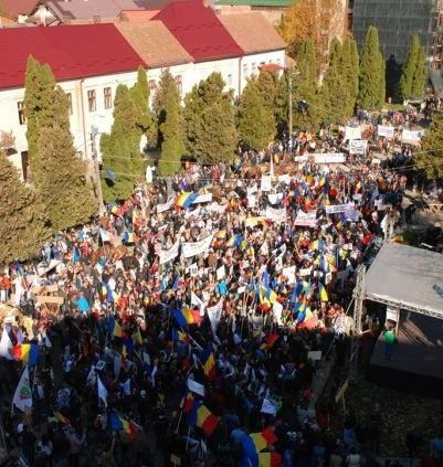 Marea Adunare a Moților și citirea Proclamației de la Câmpeni (19 octombrie 2013) - foto preluat de pe: romaniacurata.ro