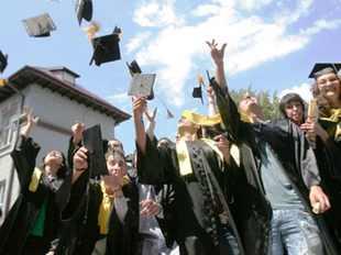 studenti-absolvire-gandul