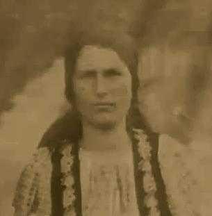 Elisabeta Rizea (n. 28 iunie 1912, Domnești, județul Argeș - d. 4 octombrie 2003) a fost o eroină a luptei anticomuniste din România, nepoată a liderului țărănist Gheorghe Șuța, ucis de comuniști în 1948. Împreună cu soțul ei a sprijinit activ grupul de rezistență anticomunistă Arsenescu-Arnăuțoiu. A fost arestată și torturată de autoritățile comuniste în 1952 și 1961. A executat 12 ani de închisoare. Povestea ei a devenit cunoscută publicului în urma unui interviu din 1992, inclus în documentarul Memorialul Durerii, de Lucia Hossu-Longin - foto: cuvantul-ortodox.ro