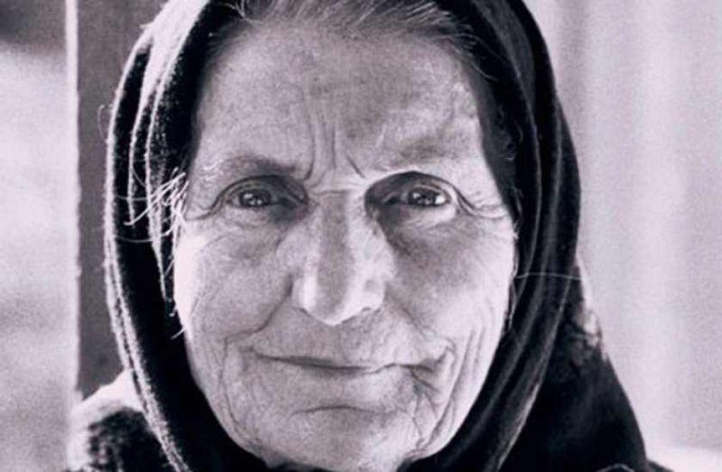 Elisabeta Rizea (n. 28 iunie 1912, Domnești, județul Argeș - d. 4 octombrie 2003) a fost o eroină a luptei anticomuniste din România, nepoată a liderului țărănist Gheorghe Șuța, ucis de comuniști în 1948. Împreună cu soțul ei a sprijinit activ grupul de rezistență anticomunistă Arsenescu-Arnăuțoiu. A fost arestată și torturată de autoritățile comuniste în 1952 și 1961. A executat 12 ani de închisoare. Povestea ei a devenit cunoscută publicului în urma unui interviu din 1992, inclus în documentarul Memorialul Durerii, de Lucia Hossu-Longin - foto: cersipamantromanesc.wordpress.com