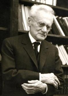 Karl Ritter von Frisch (n. 20 noiembrie 1886 – d. 12 iunie 1982), etolog austriac, laureat al Premiului Nobel pentru Fiziologie sau Medicină pe 1973, împreună cu Nikolaas Tinbergen și Konrad Lorenz - foto: cersipamantromanesc.wordpress.com