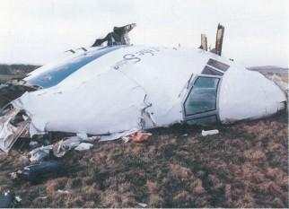 21 decembrie 1988: Doi membri ai unei grupări radicale din Libia au  provocat explozia cursei 103 Pan Am deasupra localităţii Lockerbie din Scoţia, cauzând una dintre cele mai mari catastrofe aeriene ale tuturor timpurilor, soldată cu moartea a 270 de oameni - foto: foto: ro.wikipedia.org