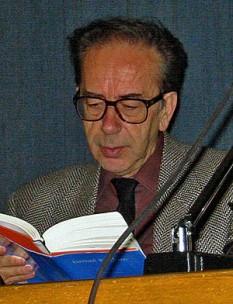 Ismail Kadare (n. 28 ianuarie, 1936) este cel mai cunoscut scriitor albanez. În 1992, a câștigat Premiul mondial Cino Del Duca. În 2005, Kadare este câștigătorul inaugural al Premiului Internațional Man Booker - foto: ro.wikipedia.org