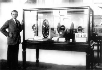 27 ianuarie 1926: Inginerul englez John Logie Baird (1888-1946), a experimentat intr-un studio din Londra primele transmisiuni televizate - fotobbc.co.uk
