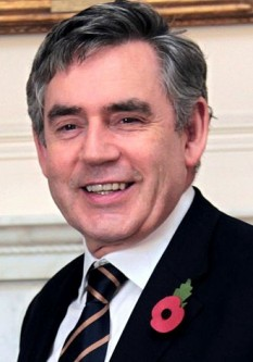 James Gordon Brown (n. 20 februarie 1951, Glasgow) a fost prim-ministru al Regatului Unit în perioada 2007-2010 și este un membru important al Partidului Laburist. Brown a mai fost ministru al finanțelor în cadrul guvernului Tony Blair. Membru încă din 1983 al Parlamentului Britanic din partea circumscripției Dunfermline East, Brown a fost ales lider al Partidului Laburist pe 24 iunie 2007, iar după demisia lui Blair pe 27 iunie, a fost numit prim-ministru al Regatului Unit de către Regina Elisabeta a II-a - foto: ro.wikipedia.org