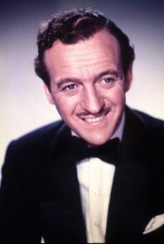 Sir David Niven (n. 1 martie 1910 – d. 29 iulie 1983) a fost unul din cei mai prolifici si cunoscuți actori englezi de film - foto: cersipamantromanesc.wordpress.com