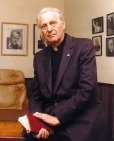 Richard Wurmbrand (n. 24 martie 1909, București – d. 17 februarie 2001, Torrance, statul California) a fost un predicator creștin luteran. Născut la București, într-o familie de evrei, Wurmbrand a fost atras de comunism în perioada copilariei, a urmat cursurile unei școli politice la Moscova, între 1927 și 1929, apoi a abandonat orientarea comunistă, s-a convertit la creștinism, pentru ca mai târziu să petreacă peste 14 ani în închisorile comuniste pentru activitățile sale creștine care au atras adversitatea autorităților vremii. Atît în închisoare, cît și după eliberare, Wurmbrand a ținut predici, luptînd, totodată, pentru drepturile creștinilor persecutați din întreaga lume - cersipamantromanesc.wordpress.com