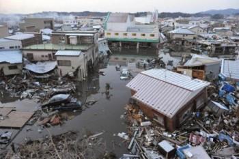 11 martie 2011: Un cutremur cu magnitudine 9 grade pe scara Richter și cu epicentrul în Oceanul Pacific, a lovit coasta de est a Japoniei. Cutremurul a fost urmat de tsunami. Evenimentul a declanșat al doilea cel mai mare accident nuclear din istorie, și unul din singurele două evenimente care să fie clasificate ca Nivel 7 pe scară internațională a evenimentelor nucleare - foto: romaniapress.ro