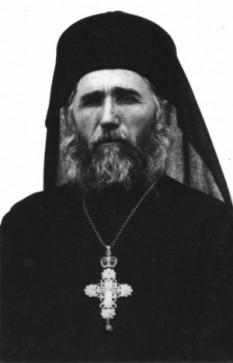 Părintele Cleopa Ilie (10 aprilie 1912 - 2 decembrie 1998), arhimandrit și viețuitor la Mănăstirea Sihăstria – Neamț, unul dintre cei mai însemnați duhovnici și predicatori români ai secolului XX - foto: cersipamantromanesc.wordpress.com