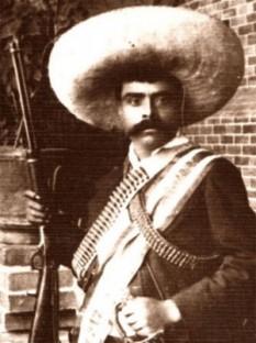 Emiliano Zapata Salazar El Caudillo del Sur (n. 8 august 1879, Anenecuilco (Morelos) – d. 10 aprilie 1919, Chinameca) a fost unul din conducătorii revoluției mexicane (1910 – 1929) care a pornit sub conducerea lui Francisco Maderos (1873 - 1913) împotriva dictatorului Porfirio Díaz (1830 - 1915). El a murit într-o cursă întinsă de colonelul trădător al revoluției Jesús Guajardo. În legendele mexicane, Zapata reușește să scape din cursă și să se ascundă în munți, de unde vine în ajutorul celor asupriți - foto: cersipamantromanesc.wordpress.com
