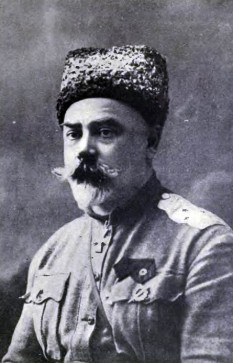 Anton Ivanovici Denikin  (n. 16 decembrie 1872 – d. 8 august 1947) general locotenent al Armatei imperiale ruse și unul dintre cei mai importanți lideri ai contrarevoluționarilor albi din războiul civil rus - foto - ro.wikipedia.org