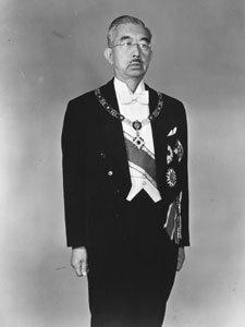 Hirohito (n. 29 aprilie 1901 — d. 7 ianuarie 1989), de asemenea cunoscut și ca Împăratul Shōwa, a fost cel de-al 124-lea împărat al Japoniei, conducătorul care s-a menținut cel mai mult pe tronul țării sale (62 de ani de domnie) - foto: cersipamantromanesc.wordpress.com