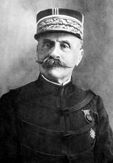 Ferdinand Foch (n. 2 octombrie 1851 – d. 20 martie 1929) mareșal francez, unul dintre principalii comandanți militari francezi din timpul Primului Război Mondial - foto - ro.wikipedia.org