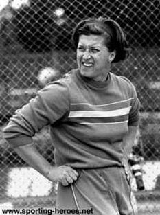 Lia Manoliu (n. 25 aprilie 1932, Chișinău, România – d. 9 ianuarie 1998, București, România) a fost o atletă română, laureată cu aur la Jocurile Olimpice de vară din Mexico 1968 și cu bronz la Jocurile Olimpice de vară din Roma 1960 și Jocurile Olimpice de vară din Tokyo 1964 la proba de aruncare a discului - foto: cersipamantromanesc.wordpress.com