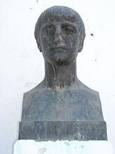Marcus Annaeus Lucanus (n. 3 noiembrie 39 AD - d. 30 aprilie 65 d.Hr.), mai bine cunoscut ca Lucan, a fost un poet roman, născut în Corduba (azi Cordoba), în Hispania Baetica. În ciuda scurtei sale vieţi, el este privit ca una dintre figurile remarcabile din perioada clasică latină. Tinereţea sa şi viteza creaţiei îl deosebesc de alţi poeţi. foto (Bustul lui Lucan la Cordoba): cersipamantromanesc.wordpress.com