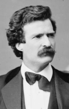 """Samuel Langhorne Clemens (n. 30 noiembrie 1835 – d. 21 aprilie 1910) , cunoscut sub pseudonimul literar Mark Twain, scriitor, satirist și umorist american, autorul popularelor romane """"Aventurile lui Tom Sawyer"""", """"Prinț și cerșetor"""", """"Aventurile lui Huckleberry Finn"""" și """"Un yankeu la curtea regelui Arthur"""" - foto: en.wikipedia.org"""