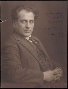 """Nicolae Tonitza (n. 13 aprilie 1886, Bârlad - d. 26 februarie 1940, București) a fost un pictor și grafician român, interpret al """"tristețelor luxuriant colorate"""" și al unor sincere simțăminte de revoltă mocnită și îndelung resemnată - in imagine, Nicolae Tonitza în 1927 - foto: ro.wikipedia.org"""