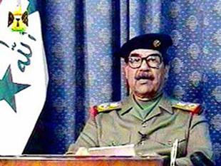 Sadam Husein (n. 28 aprilie 1937, satul Al-Awja, Irak; d. 30 decembrie 2006, Bagdad), președinte al Irakului în perioada 1979 - 2003 și prim-ministru al acestei țări între 1979 - 1991 și 1994 - 2003 -  foto: cersipamantromanesc.wordpress.com