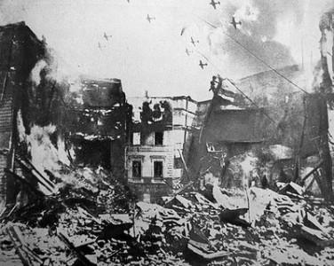 4 aprilie 1944: În timpul celui de-Al Doilea Război Mondial, Bucureştiul este bombardat masiv de aviaţia anglo-americană, in urma atacului inregistrandu-se distrugeri grave si mii de morţi şi răniţi - foto: cersipamantromanesc.wordpress.com