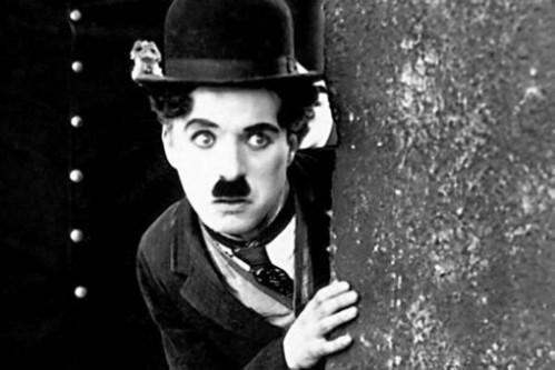 Charles (Charlie) Spencer Chaplin (n. 16 aprilie 1889, Londra, Marea Britanie, d. 25 decembrie 1977, Vevey, Elveția.) a fost un actor și regizor englez. Este considerat a fi unul dintre cele mai mari staruri de cinema din secolul XX. Cele mai renumite filme ale sale sunt City Lights (Luminile orașului), Modern Times (Timpuri noi) și The Great Dictator (Marele dictator) - foto: agerpres.ro