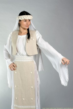 costum-popular-leontina-prodan - foto - ghidulnuntii.com