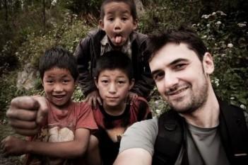 Alex Găvan lansează campania Bucurie pentru Nepal / FOTO: http://alexgavan.ro/nepal/