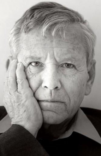 Amos Oz (născut Amos Klausner, în ebraică עמוס עוז, la 4 mai 1939) este un scriitor israelian - foto: ro.wikipedia.org