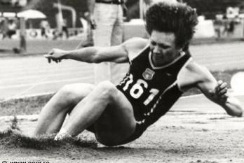 Anișoara Cușmir-Stanciu (n. 28 iunie 1962, Brăila) este o atletă română, laureată cu aur la Los Angeles 1984 la săritură în lungime - foto - cersipamantromanesc.wordpress.com
