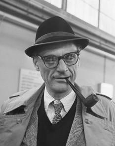 Arthur Asher Miller (n. 17 octombrie 1915 - d. 10 februarie 2005), dramaturg și eseist american de origine evreiască. A fost laureat al Premiului Pulitzer pentru Dramaturgie precum și soțul lui Marilyn Monroe - foto: en.wikipedia.org